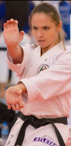 Shukokai Karate, Karate Girl, Female Martial Artists, Martial Arts Women, Female Mma Fighters, Dynamic Poses, Art Women, Sports Stars, Aikido