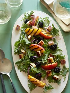 Grilled blackberry and halloumi salad