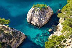 Baignade dans une eau limpide : Marseille, Cassis, La Ciotat : cabotage dans les calanques - Linternaute