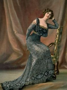 Woman modeling an elaborate dark blue patterned robe du soir (evening dress) with gold embroidery accents designed by Redfern, photographed by Reutlinger, from French periodical Les Modes,November 1908 via LIFE 1900s Fashion, Edwardian Fashion, French Fashion, Vintage Fashion, Gothic Fashion, Steampunk Fashion, Fashion Women, Vintage Gowns, Vintage Outfits