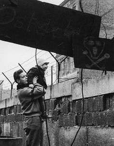 1961    A West German man is showing his son the other side of the wall. (Paul Schutzer)