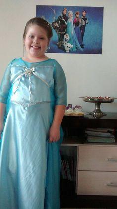 Vestido de Elsa confeccionado pela tia Leila Pereira. Ficou lindo!