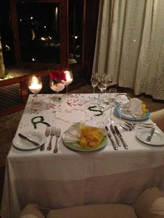 Jantar à dois! great dinner with nice flower decoration, very romantic