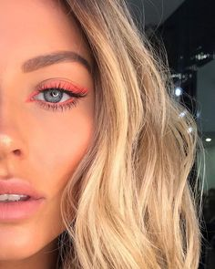 Vegan hair products like our hair oil without Silkone and hair cream - beautiful makeup ideas for autumn and winter. Makeup Eye Looks, Cute Makeup, Pretty Makeup, Skin Makeup, Glow Makeup, Summer Makeup Looks, Eye Makeup Art, Makeup Brush, Makeup Trends