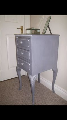 Vintage style with silver leaf detail