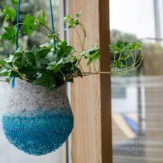 Crystal Planters – doniczki zaprojektowane przez pracownię Maria Bujalska z San Francisco to projekt eksplorujący pojęcie typowej doniczki i poszukujący nowych znaczeń. http://www.sztuka-krajobrazu.pl/425/slajdy/projekty-ogrodowe-ndash-nowy-typ-doniczki
