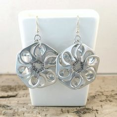 soda tab flower earrings pair crochet grey upcycle door tabsolute