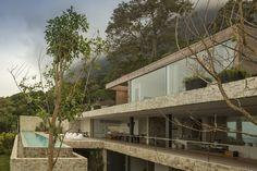 AL House. Location: Praia de São Conrado, Brazil firm: Studio Arthur Casas; photo: Fernando Guerra   FG + SG; year: 2013