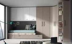 Dormitorio en colores tierra con un armario rincón