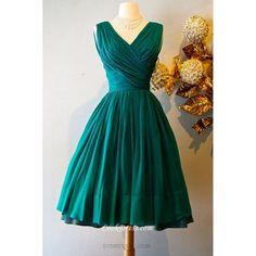 Color idea for bridesmaids dresses.Vintage Emerald Green Silk Chiffon Cocktail Party Dress by Miss Elliette 1950s Fashion, Vintage Fashion, Club Fashion, Jw Mode, Modelos Fashion, Vintage Mode, Vintage Style, Retro Vintage, Looks Vintage