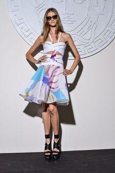 Vestidos de primavera La sensualidad de Versace llega a la temporada SS14 entre cut-out y detalles artísticos