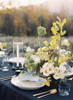 Floral Wedding Centerpieces Planning and Tips - Love It All Wedding Table Settings, Wedding Reception Decorations, Reception Table, Wedding Tables, Fall Wedding Flowers, Floral Wedding, Lily Wedding, Summer Wedding, Flower Centerpieces