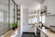 Petit appartement de 38 m2 entièrement revu et corrigé pour offrir un espace de vie spacieux tout en optimisant les espaces techniques. Une touche de design scandinave et le charme d'un appartement parisien.