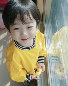 Hong EunWoo (Kookie Little) Cute Asian Babies, Korean Babies, Asian Kids, Cute Babies, Cute Baby Boy, Cute Boys, Baby Kids, Little Man Style, Little Boys
