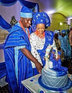 Checkout Breathtaking Wedding Photos of Tomi & Dorothy Ashimolowo - Wedding Digest Naija Wedding Cake Designs, Wedding Cupcakes, Wedding Cake Toppers, Nigerian Traditional Wedding, Traditional Wedding Dresses, African Wedding Cakes, African Weddings, Wedding Attire, Wedding Engagement