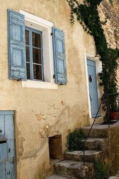 68 ideas exterior shutters provence france for 2019 French Country Cottage, French Countryside, French Country Style, Old Doors, Windows And Doors, Villa Del Carbon, Blue Shutters, Exterior Paint, Exterior Shutters