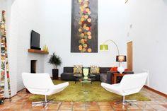 Wanddeko Ideen vertikal Bild-schwarz Hintergrund-leuchtende Tupfer-Gelb Teppich