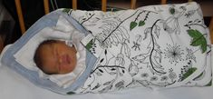Ušijte pro miminko zavinovačku, kterou využije každá maminka. Na vnější stranu použijte krásný vzor látky, který potěší každé oko. Zavinovačka může být krásný a praktický dárek pro nastávající maminku. Baby Sewing, Toddler Bed, Kids, Lp, Tutorials, Scrappy Quilts, Child Bed, Young Children, Boys