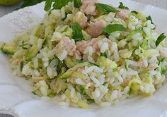 Voici la recette du riz aux courgettes et thon WW, un plat léger, facile à faire avec peu de points Ingrédients pour 4 personnes : – 7 SP / personne – 240 g de riz 180 g de thon émietté 3 courgettes moyennes jus de 1 citron 1 cuillère à soupe d'huile d'olive sel, poivre …