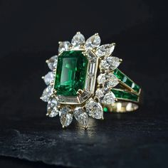 A breath-taking yellow gold ring which is set with a fine traditionally oiled ct that is surrounded by 14 sparkling pear-shaped totalling ct. Additional baguette-cut and diamonds complete this masterpiece of well-known French jeweller Mauboussin. Emerald Ring Vintage, Emerald Jewelry, Beaded Jewelry, Emerald Diamond, Star Jewelry, Cute Jewelry, Women Jewelry, Diamond Necklace Set, Pear Shaped Diamond