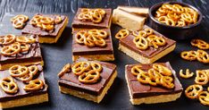 Delikátne spojenie arašidového masla, čokolády aslaných praclíkov vnepečených rezoch. Waffles, Peanut Butter, Healthy, Breakfast, Sweet, Food, Morning Coffee, Candy, Essen