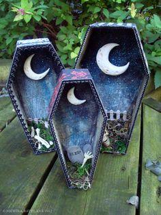 Pixie Hill: Spooky Moon Shrines but life size Halloween Prop, Halloween Shadow Box, Halloween Cards, Holidays Halloween, Happy Halloween, Halloween Decorations, Halloween Coffin, Halloween Paper Crafts, Holiday Crafts
