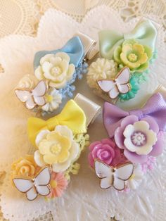 ヘアクリップ【ベビーサイズ】Bouquet tone*ブーケ・トーン*受注製作*ヘアピン Diy アクセサリー, Girls Hair Accessories, Handmade Accessories, Rainbow Crafts, Ribbon Art, Beaded Brooch, Diy Bow, Cute Bows, Hairpin