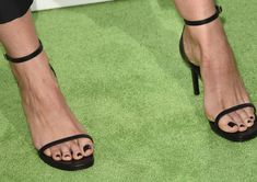 Stana Katic Photos Photos - Actress Stana Katic (fashion detail) attends the 24th Annual Environmental Media Awards presented by Toyota and Lexus at Warner Bros. Studio on October 18, 2014 in Burbank, California. - 24th Annual Environmental Media Awards Presented By Toyota And Lexus - Arrivals