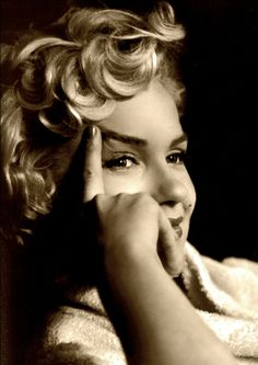 Marilyn Monroe, 1956 I like to see little bits of her personality in more candid shots. sad...