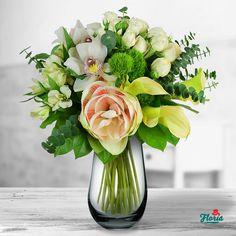 Vive la Reine Glass Vase, Table Decorations, Furniture, Home Decor, Queen, Homemade Home Decor, Home Furnishings, Decoration Home, Arredamento