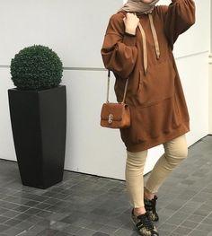 Oversized sweater dress hijab style – Just Trendy Girls Modern Hijab Fashion, Street Hijab Fashion, Pakistani Fashion Casual, Modesty Fashion, Muslim Fashion, Casual Hijab Outfit, Hijab Chic, Tumblr Girly, Mode Outfits