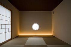 s tto : MAY COMPANY & ARCHITECTSが手掛けたモダン寝室です。