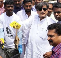 Tharoor cleans beach Read: http://www.gismaark.com/NewsExpressViews.aspx?NEID=310 #gismaark  #SwachhBharat #CleanIndia