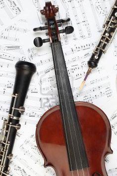 Note di strumenti musicali classici. Violino oboe clarinetto strumento musicale di orchestra sinfonica. Archivio Fotografico