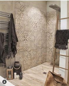 Walk-in shower: 25 ideas to inspire you! Zen Bathroom Design, Zen Bathroom Decor, Asian Bathroom, Bathroom Spa, Bathroom Interior Design, Bathroom Styling, Bathroom Ideas, Bathroom Trends, Bathroom Modern