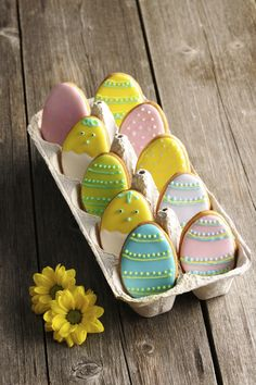 Easter is all about beautiful decorations that actually add pep to the festive activities. So make this summer holidays extra special by trying out unique Easter bunny cookies and cakes ideas. No Egg Cookies, Fancy Cookies, Iced Cookies, Easter Cookies, Cookies Et Biscuits, Holiday Cookies, Sugar Cookies, Vanilla Biscuits, Easter Cupcakes
