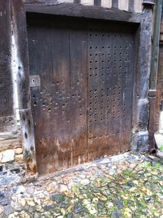 Garage Doors, Outdoor Decor, Home Decor, Glamour, Puertas, Decoration Home, Room Decor, Home Interior Design, Carriage Doors