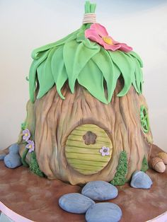 Fairy house cake. Join Online Cake Decorating Courses on http://cakedecoratingcoursesonline.com