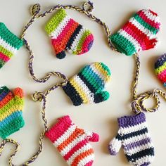 Add some cozy to your holiday decor with this crochet mitten garland! Free pattern link, thanks so xox