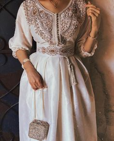Caftan – 2020 Fashions Womens and Man's Trends 2020 Jewelry trends Arab Fashion, Muslim Fashion, Modest Fashion, Indian Fashion, Fashion Dresses, Dress Outfits, Prom Dresses, Fashion Belts, Ootd Fashion