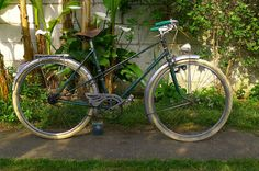Photo by horsus prudentus via Flickr >>> Another Tetart touring bike, perhaps?