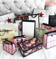 Shopaholic - Beste Just Luxus Boujee Lifestyle, Luxury Lifestyle Fashion, Girly Things, Cool Things To Buy, Birthday Goals, Boujee Aesthetic, Shop Till You Drop, Luxe Life, Rich Girl