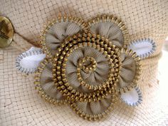 More cute zipper flowers - this one in neutrals.