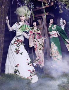 Daphne Groeneveld transforms into a kitsch geisha for the November 2012 issue of Vogue Japan captured by Mark Segal, styled by Giovanna Battaglia. Fashion Art, Foto Fashion, Fashion Story, Editorial Fashion, Fashion Beauty, Fashion Blogs, Kimono Fashion, Vogue Japan, Oriental Fashion