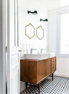 meuble recup dans la salle de bains, meuble sous vasque de style vintage