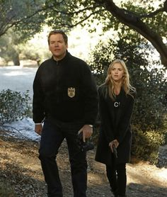 Michael Weatherly and Emily Wickersham in- Episode - Kill Chain Michael Weatherly, Ncis Series, Tv Series, Ncis Gibbs Rules, Ncis Rules, Ncis Characters, Leroy Jethro Gibbs, Ncis Cast, Ncis New