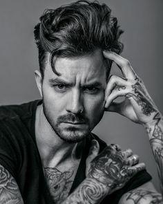 "969 Me gusta, 8 comentarios - Braid Barbers (@braidbarbers) en Instagram: ""[ Natural Flow ] Hair: @alice_jenkins_knight  Model: @paul_manners  Photography: @liamoakesphoto…"""
