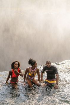 Would you dare swim in natural pool overlooking the edge of one of the world's most powerful waterfalls? Natural Swimming Pools, Natural Pools, Largest Waterfall, Victoria Falls, Island Tour, Beautiful Places In The World, Travel Couple, Travel Inspiration, Lap Pools