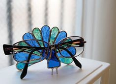 Stained glass glasses holder