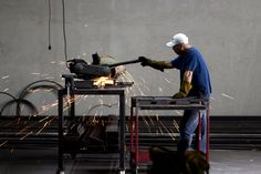En Arca   Deco trabajamos muchos de nuestros productos mezclando diferentes materiales. Uno de esos materiales es el hierro.